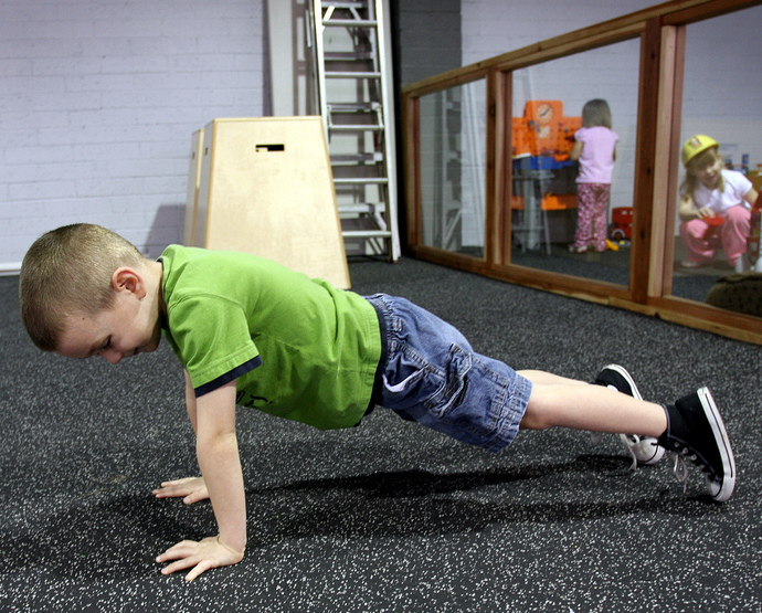 kid_doing_push_up